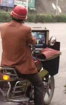这是我见过最豪华配置的摩托车