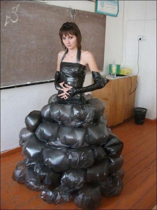 牛人用垃圾袋做的裙子!