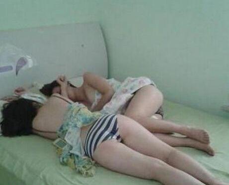 女友带她闺蜜来睡觉我睡哪
